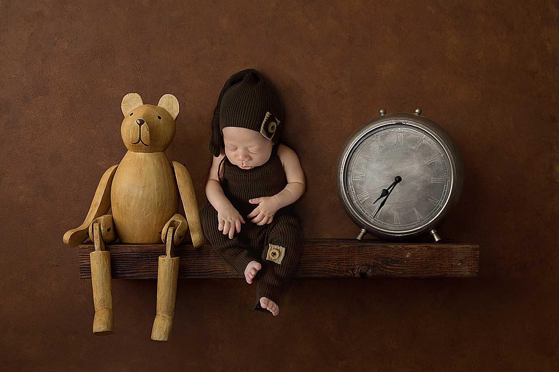 baby with bear on shelf newborn photographer hollywood fl