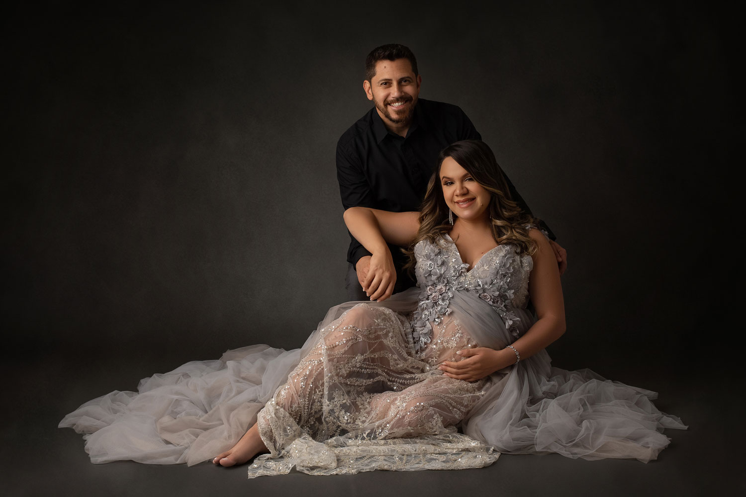 maternity-photo-of-man-and-woman