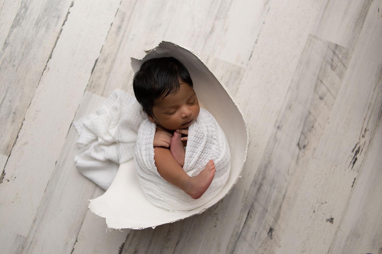 newborn-baby-in-belly-cast