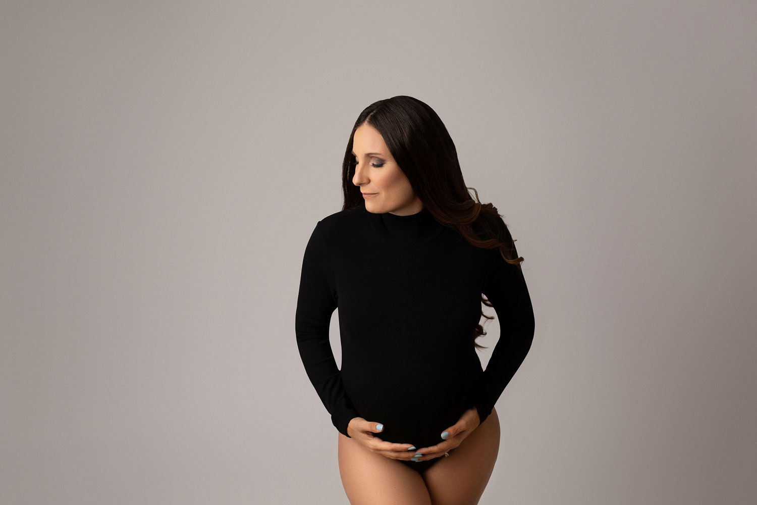pregnant-woman-wearing-bodysuit-for-maternity-pictures